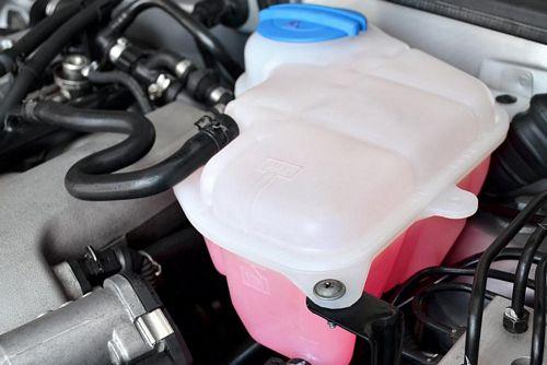vai trò của bình nước phụ trên ô tô
